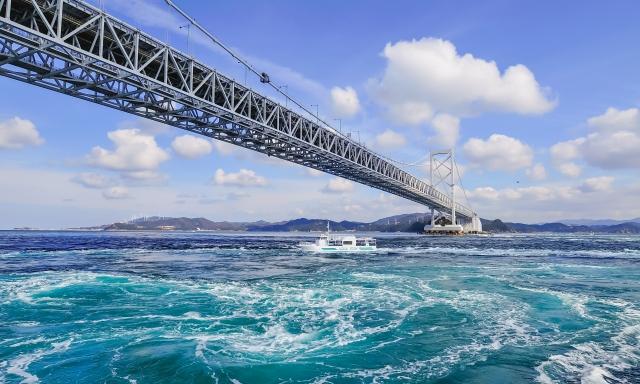 徳島-青空と鳴門海峡